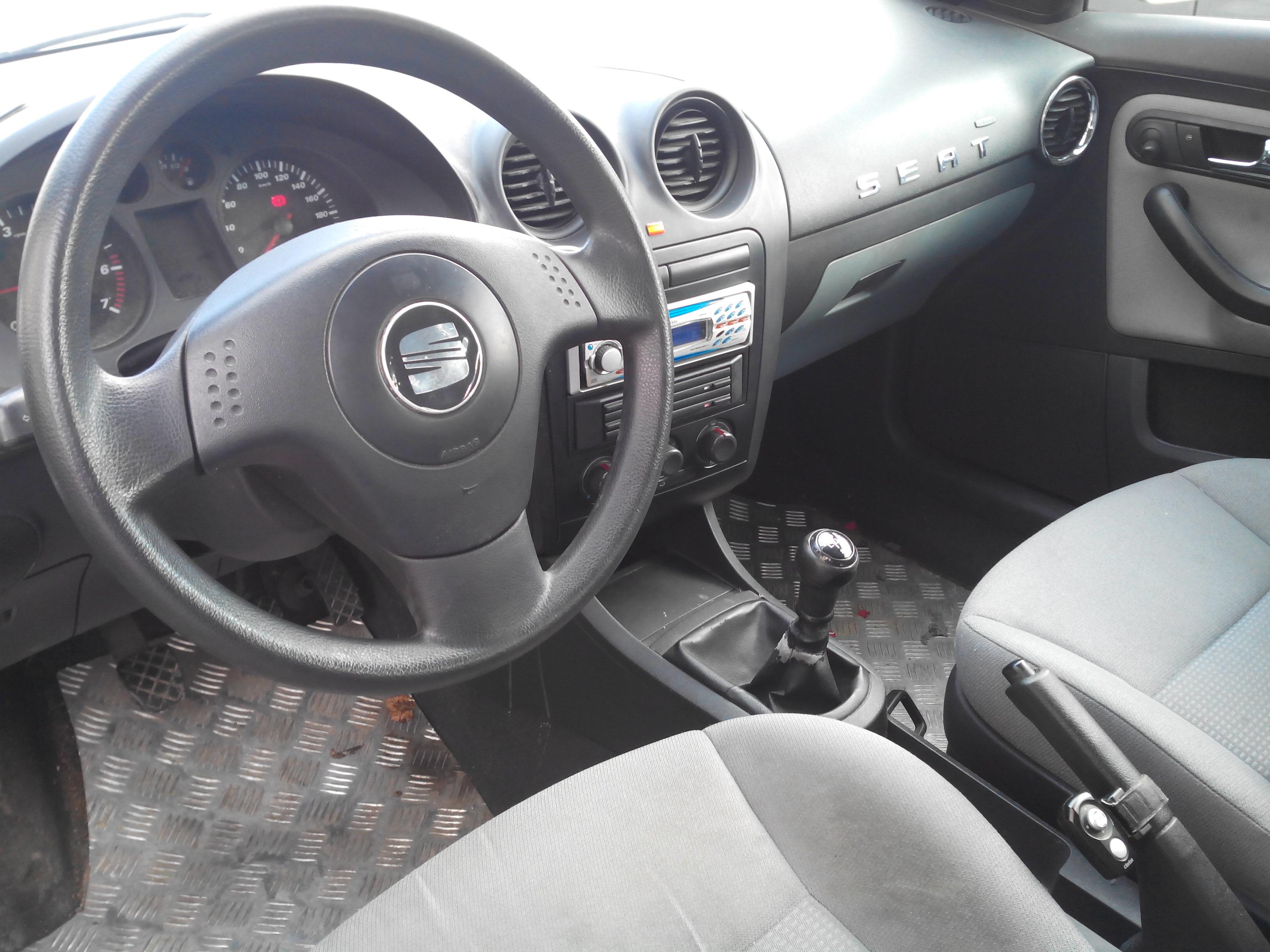 Seat ibiza 1 4 3 portes 179 000 kms m y negoc 39 auto for Interieur seat ibiza